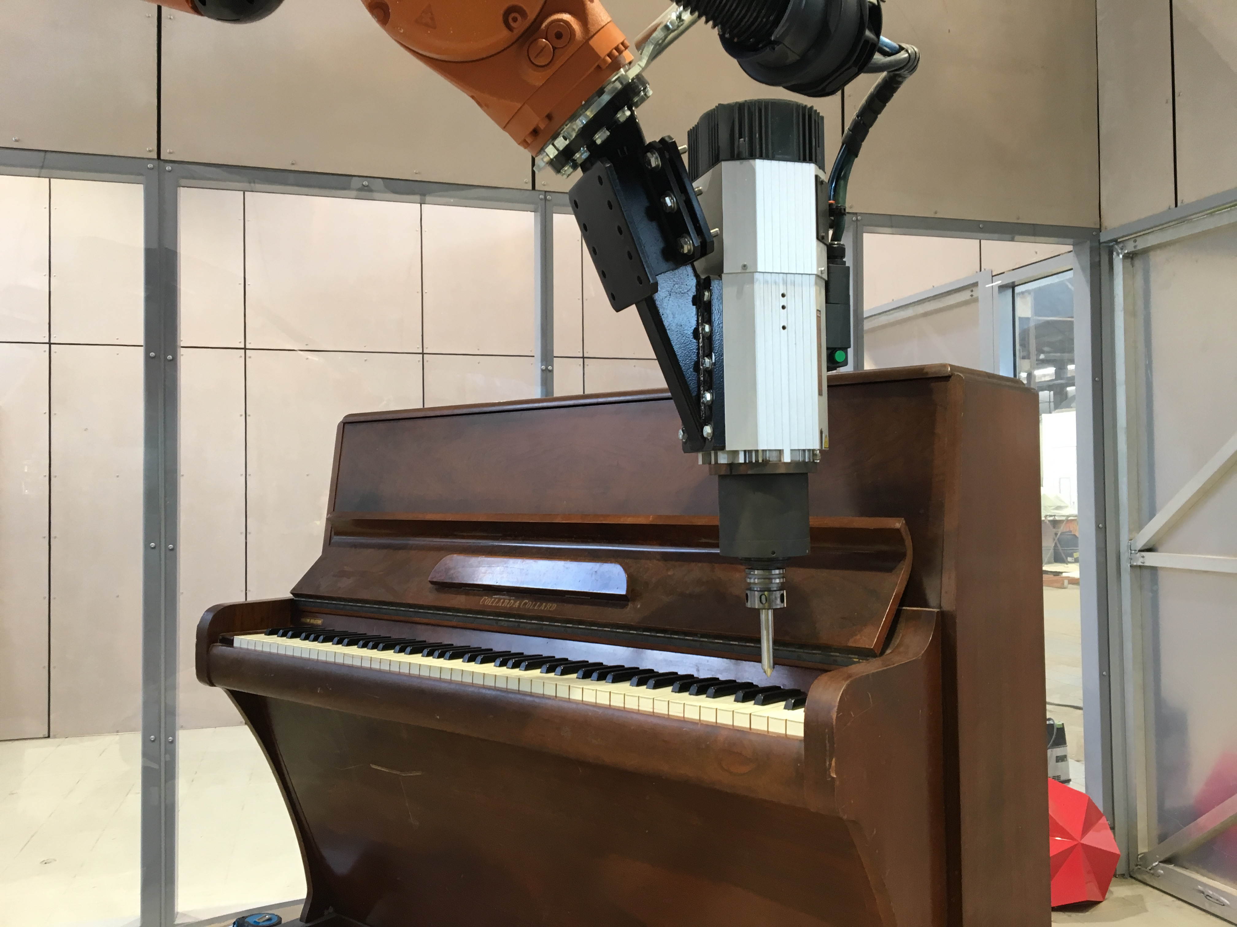 Marvin the performing robotic arm at Clocked Out | Design