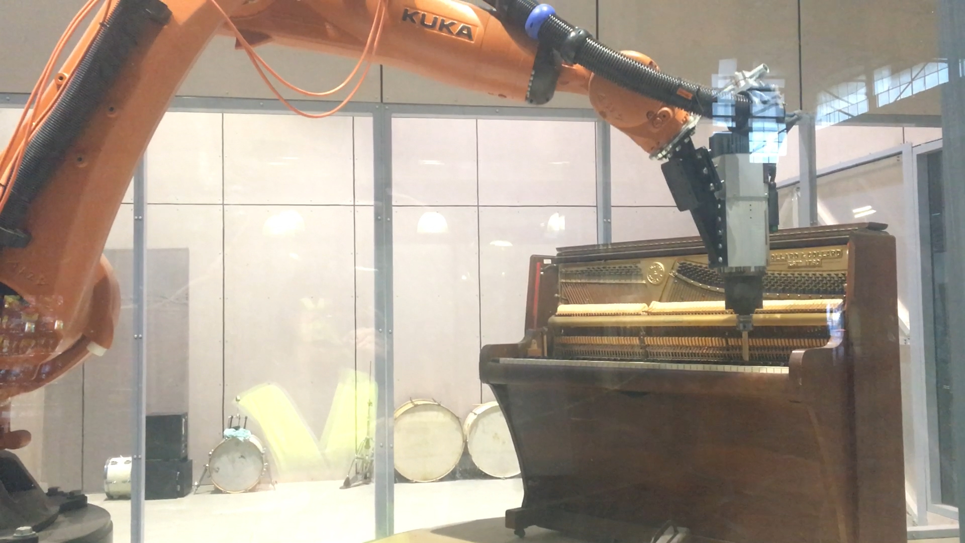 Marvin the performing robotic arm at Clocked Out   Design