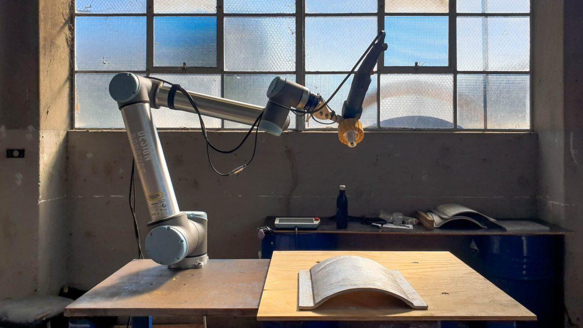 UR10 Robot with burnishing tool
